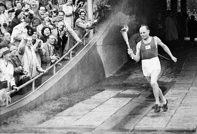 Paavo Nurmi ja olympiasoihtu