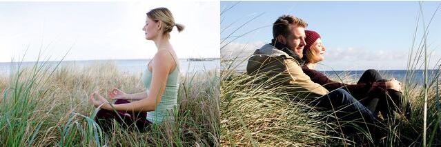 Nainen meditoi ja mies ja nainen istuvat sylikkäin rannalla